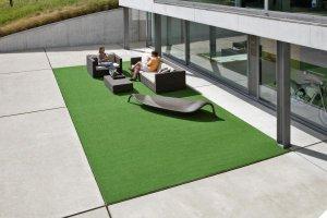 Umělý travní koberec na terase